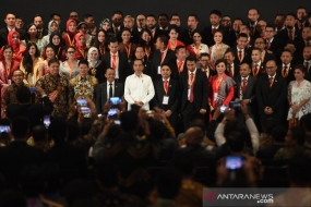 President Joko Widodo with 2019-2022 management members of the Indonesian Young Entrepreneurs Association (HIPMI) in Jakarta, Wednesday (15/1/2020)