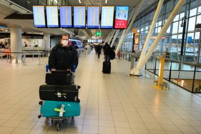 Buitenland : Luchtvaartbranche komt met 'coronapaspoort' voor reizigers