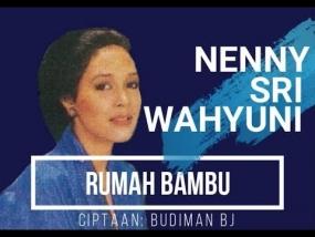 Kerontjongliedjes: Rumah Bambu gezongen door Nenny Sri Wahyuni