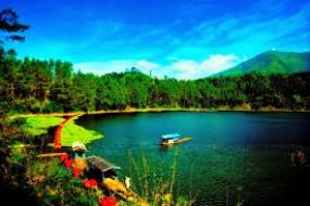 Le lac Menjer à Wonosobo, Java Central
