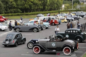50 voitures classiques se rassembleront et défileront au Musée Toyota