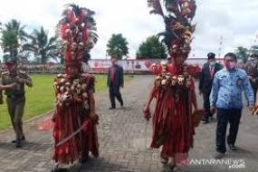 La danse Kabasaran, en province de Sulawesi du Nord