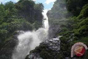 La cascade de Bajuin dans la province de Kalimantan Sud