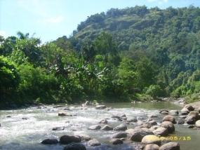 La rivière Limbong Sitodo dans l'ouest de Sulawesi.