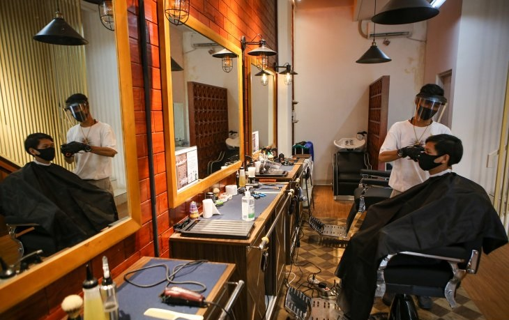Salons, barbershops adapt to new normal as pandemic continues unabated