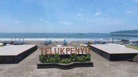 中部ジャワ州のTELUK PENYUビーチ