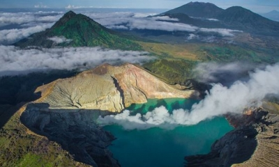 東ジャワ州バニュワンギ県のイジェンクレーターの青い火