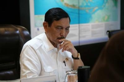 卢胡特部长赞赏廖内群岛省省长处理印尼移民工人的表现