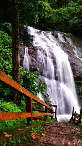 Bajuin 瀑布
