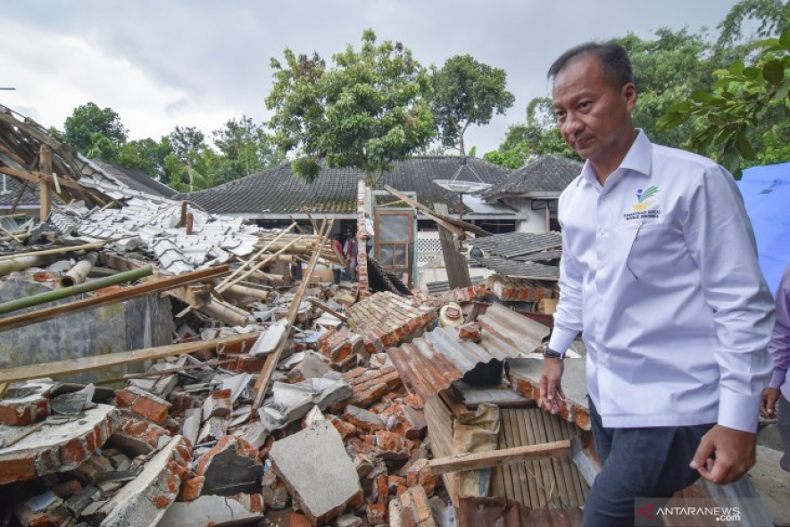 Minister of Social Affairs visits earthquake  in Lombok