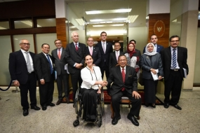 Indonesia's Coordinating Minister for Economic Affairs Darmin Nasution and Argentina's Vice President Gabriela Michetti pose for pictures after a bilateral meeting in Jakarta, on Wednesday (8/05/2019)
