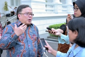 Planification Minister / Head of Bappenas Bambang Brodjonegoro answered reporters after attending the Limited Meeting, at Merdeka Palace, Jakarta, Thursday (5/16) afternoon.