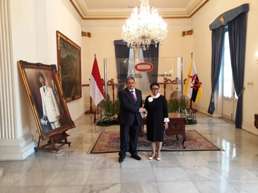 Indonesian Minister of Foreign Affairs Retno Marsudi held a bilateral meeting with Minister of Foreign Affairs and Trade II of Brunei Darussalam, Erywan Yusof
