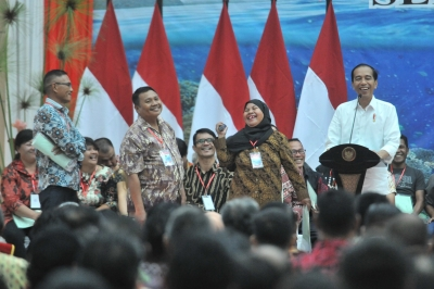President Jokowi attends the distribution of land certificates at Graha Bumi Beringin, Manado, North Sulawesi, Thursday (4/7).