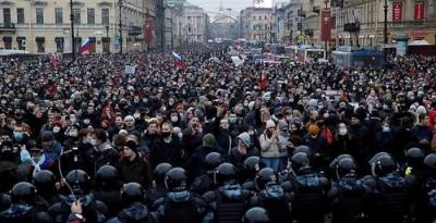 La policía arresta a más de 2.500 en protestas en Rusia que respaldan al enemigo encarcelado del Kremlin, Navalny